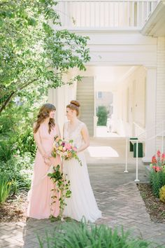 When it comes to wedding color palettes, blush and neutrals are usually the go-to but not in this elopement! When the bride wants a bright and summery southern elopement, you make it happen! Nothing screams summer like some bright, bold florals! It's like sangria in flower form. It doesn't take much to make a wedding feel personal. This wedding will inspire you to create a sophisticated, fun and bold wedding with bright colors. Winter Wedding Colors, Summer Wedding Colors, Wedding Coordinator, Wedding Planner, Southern Weddings, Real Weddings, Bridesmaid Bouquet, Wedding Bouquets, Zimmerman