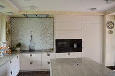 Mosaico Arte e Mestieri, white peacock, glass mosaic #peacock #kitchen.