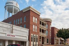 A water tower town, a sweet place, a wonderful spot to enjoy an unseasonable warm autumn, you can visit the Covington town museum for a bit of Tennessee soaked history and wander the darling streets to pretend you've somehow, someway, made it back in time.