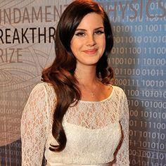 Lana Del Rey Purrs Through 'Video Games' Live - Premiere