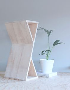 BALANCE - design James Bennett. It can be used as a seat, a table or coffee table to display and hold books