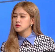 Blackpink Memes, Funny Kpop Memes, Cute Memes, Meme Faces, Funny Faces, Kpop Girl Groups, Kpop Girls, Blackpink Funny, Blackpink Photos
