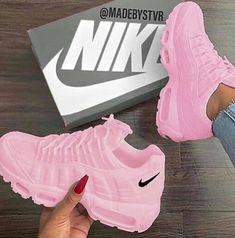 Only mine, pink tennis shoes, Nike❤️ - Sneakers Cute Sneakers, Sneakers Nike, Girls Sneakers, Souliers Nike, Nike Air Shoes, Pink Nike Shoes, Fly Shoes, Aesthetic Shoes, Baskets Nike