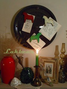 Lakbear has shared 1 photo with you! Diy Recycle, Recycling, Christmas Bulbs, Holiday Decor, Frame, Photos, Home Decor, Picture Frame, Pictures