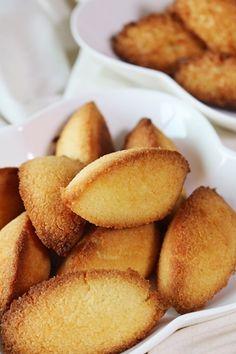 오늘은 두가지 타입의 코코넛로쉐 쿠키를 가지고왔어요 ~ 코코넛로쉐는코코넛가루 혹은 코코넛롱으로 만드...