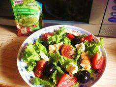 Reteta culinara Salata verde cu legume si piept de pui la gratar din categoria Salate. Cum sa faci Salata verde cu legume si piept de pui la gratar Romanian Food, Cobb Salad, Cooking Recipes, Cooker Recipes, Recipies, Recipes