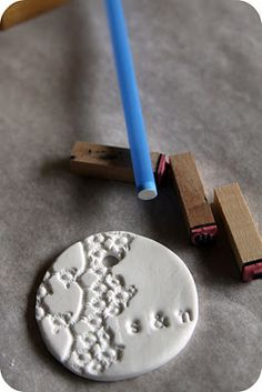 WhiMSy love: Tutorial: Clay ornament/tags