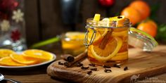 Cztery Fajery - blog kulinarny. Proste przepisy dla każdego.: Cytryny i pomarańcze w syropie karmelowym Moscow Mule Mugs, Honey, Tableware, Blog, Dinnerware, Tablewares, Blogging, Dishes, Place Settings