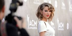 How Taylor Swift Avoids the Paparazzi When She's Not in the Mood  - ELLE.com