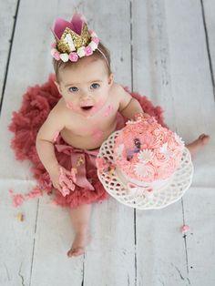 Cake Smash photoshoot met lieve Pip! Smash Cake Girl, 1st Birthday Cake Smash, Twin First Birthday, Baby Girl Birthday, Outdoor Cake Smash, Cake Smash Pictures, Birthday Girl Pictures, 1st Birthday Photoshoot, Foto Baby