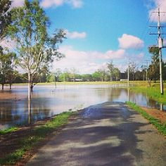 Australian Places and Event's - 2013 Logan River Floods, Queensland. Corner of Sharon Drive and St Aldwyns Road in North Maclean cut off, with access only available to raised four wheel drive vehicles to get through. Logan River, Four Wheel Drive, Corner, Country Roads, Events, Vehicles, Places, Car, Lugares