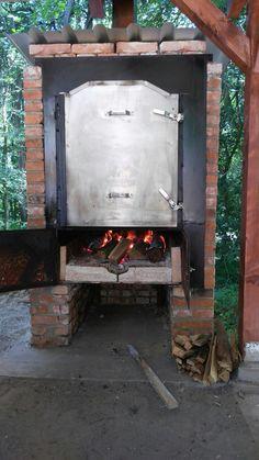 V tejto pecí sa upečú dve prasiatka naraz.