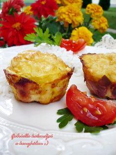 Gabriella kalandjai a konyhában :): Pipimuffin, azaz muffinformában sült fokhagymás cs... Meat Recipes, Cooking Recipes, Baked Potato, French Toast, Bacon, Muffin, Food And Drink, Potatoes, Favorite Recipes