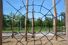 landscape arcitecture, Elegant Playground, Gleisdreieck Park, Atelier-loidl, minimal design, berlin, less is more, ropes, tree trunks, stainless steel, Green Materials, Landscape Architecture