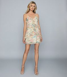 The Ida dress is crafted in chiffon and adorned with romantic floral prints. It's cut into a mini length with subtle ruffle detailing and a slip underneath for coverage. Complete your look with stiletto sandals for an enchanting summer edit. Reiss, Pink Mini Dresses, Summer Dresses, Iconic Dresses, Jumpsuit Dress, Dress Collection, Trendy Outfits, High Fashion, Floral Prints