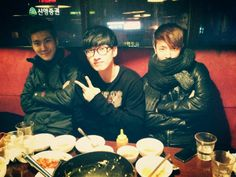 Eunhyuk, Donghae, and Siwon enjoy a casual dinner together