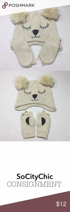 OSH KOSH B'GOSH KNIT BEAR HAT AND MITTEN SET OSH KOSH B'GOSH KNIT BEAR HAT AND MITTEN SET. POM POM HAT WITH BEAR FACE. MATCHING MITTENS WITH KNITTED CLAWS AND PAW PADS. BEIGE WITH GREY STITCH WORK. FABRIC: COTTON CONDITION: LIKE NEW/ NO SIGNS OF WEAR. SIZE 12-24M. Osh Kosh Accessories Hats