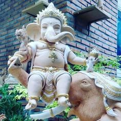 Beautiful Ganesha from Thailand Sri Ganesh, Ganesh Lord, Ganesha Art, Ganesh Images, Ganesha Pictures, Krishna Images, Ganesha Sketch, Ganesh Tattoo, Ganesh Wallpaper