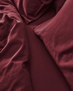 All your bedding essentials in one set. Our luxurious bedding is woven in Portugal with 100% premium long staple cotton and has a 400 thread count. Crafted to last and guarantee a restful night. Sink into deep burgundy sheets, a rich and indulgent touch to your bedroom. Beige Bedding Sets, Dark Grey Bedding, Burgundy Bedding, Striped Bedding, Green Bedding, White Bedding, Deep Burgundy, Luxury Bedding, Duvet Covers