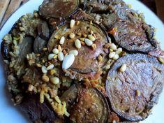 Il s'agit d'un plat présent dans la gastronomie syrienne et libanaise. Les recettes varient par l'apport de différents ingrédients tels que: poulet, viande hachée de boeuf ou d'agneau mais aussi en version végétarienne sans viande. C'est un plat complet qui est souvent servi avec du yaourt. J'ai uti