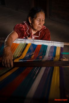 Photography © Florence Leyret (The queens of Purepechas, weavers in Turicuaro) Mexican Art, Mexican Style, Tribal Costume, Mexican Designs, Visit Mexico, People Around The World, Textiles, North America, Mexico Travel