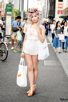 Shelly is a cutely styled 22-year-old student originally from Canada. Harajuku Girl in Dolly & Molly and Jeannie Nitro