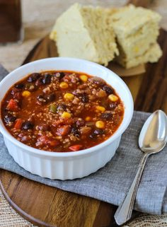 Best Ever Quinoa Chili vegan and gluten-free - MakingThymeforHealth//cornbread recipe at end Yummy! Vegan Foods, Vegan Dishes, Vegan Vegetarian, Chilli Recipe Vegetarian, Easy Vegan Chili, Healthy Chili, Vegan Soup, Vegan Meals, Whole Food Recipes