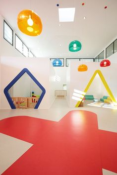 This Fun-Filled Childcare Center Is Like A Big Toy Box, Paris, France. Kindergarten Interior, Kindergarten Design, Playground Design, Indoor Playground, Design Maternelle, Design D'espace Public, Big Toy Box, Children's Clinic, Daycare Design