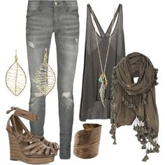 Cool scarf, slouchy, comfy, stylish outfit.  Shopping outfit perhaps...
