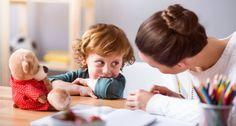 Maria Montessori foi a pedagoga que revolucionou a educação infantil no século XX. Seus métodos ainda são aplicados por muitos pais hoje em dia. Ela criou alguns mandamentos que todo pai e mãe devem conhecer e reler pelo menos uma vez por ano. Confira: 1. As crianças aprendem com o que as rodeiam. 2. Se uma criança frequentemente recebe críticas construtivas, ela aprende a julgar. 3. Se uma criança é freqüentemente elogiada, ela aprende a apreciar. 4. Ensine seu filho a ter amigos ou ele… Maria Montessori, Behavior, Education, Children, Recherche Google, Bento, Fitness, Kids Playing, Parenting