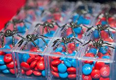 Lembrancinha homem aranha com m&m's nas cores do super herói Spiderman Theme Party, Superhero Birthday Party, Boy Birthday Parties, Birthday Party Decorations, Party Themes, Avengers Party Decorations, Superhero Party Favors, Spider Man Party, Avenger Party