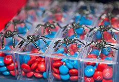 super-heróis: dos quadrinhos para a festa de aniversário dos pequenos