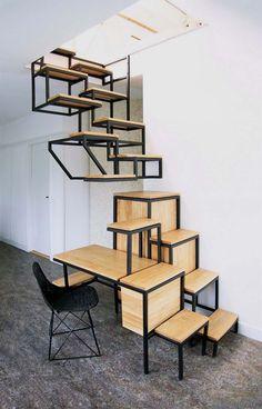 escalier gain de place en bois massif et métal noir et chaise design assortie