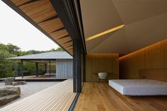 Kengo Kuma crafts single storey PC garden house in Japan