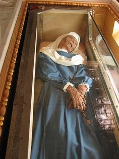 Virginia Centurione Bracelli died in 1651, but her body was found largely uncorrupted when her grave was opened 150 years later. She was canonized in 2003. http://commons.wikimedia.org