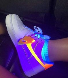 - sneakers in 2019 nike shoes, shoes, nike neon. Nike Neon, Moda Sneakers, Sneakers Mode, Sneakers Fashion, Sneakers Adidas, Nike Fashion, Fashion Shoes, Nike Trainers, Adidas Outfit