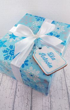 Gift-label made of cookie.