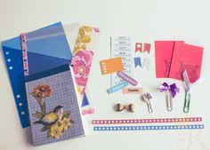 Caderninho que eu mesma fiz, costurado à mão, marcador de página, clips decorado, washi tape feita em casa, to do list, stickers funcionais, pastinhas