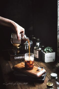 Coffee is the single greatest consumable product. In fact, there're at least a dozen scientific reasons why you should drink coffee every day. Coffee Shot, Coffee Love, Coffee Drinks, Dark Food Photography, Coffee Photography, Breakfast Photography, Barista, Drink Photo, Coffee Recipes
