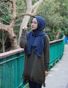 27+ Trend Model Baju Islami Nissa Sabyan - Model Baju Muslim Kebaya Modern Casual Hijab Outfit, Ootd Hijab, Girl Hijab, Stylish Dresses For Girls, Girls Dresses, Style Hijab Simple, Cute Love Wallpapers, Beautiful Hijab, Kebaya