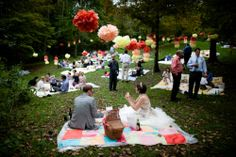 Picnic Wedding - Cutest ever!!!! Whenever I get married, I should totally do this. lol