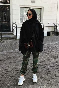 – Source by yayeseynabous – - hijab outfit Hijab Fashion Casual, Street Hijab Fashion, Casual Hijab Outfit, Muslim Fashion, Casual Outfits, Fashion Outfits, Black Outfits, Fall Outfits, Hijab Chic