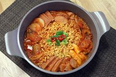 : : 부대찌개 맛있게 끓이는 법 : : 주말에 신랑이 라면먹고 싶다기에, 그냥 라면 끓여먹이기는 그렇고.. ...
