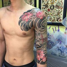 #japanesestyle #swallownest #kyoto #tattoo #lotus #goldfish
