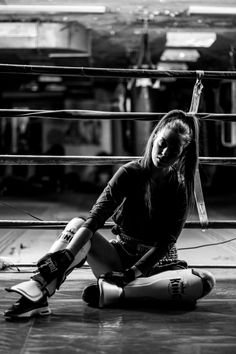 Badass Aesthetic, Bad Girl Aesthetic, Kickboxing Workout, Gym Workouts, Taekwondo, Boxe Fitness, Kick Boxing Girl, Boxing Boxing, Women Boxing