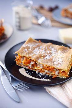 Ce sont des lasagnes végétariennes avec des saveurs très différentes de ce qu'on a l'habitude de manger: carottes, patate douce et béchamel à la farine de