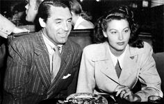 Cary Grant & Ava Gardner have lunch at The Brown Derby (1944).