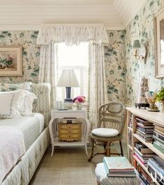 Shabby Chic Bed Linen, Shabby Chic Cottage, Country Cottage Bedroom, Cozy Cottage, Style Cottage Anglais, Style Anglais, Deco Zen, Nantucket Home, Up House