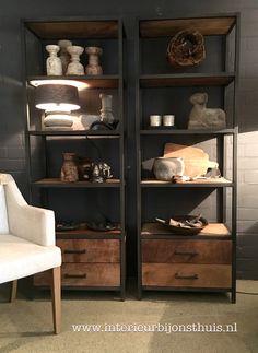 Stoere industriële wandkast hout & ijzer Shelf Furniture, Iron Furniture, Furniture Design, Industrial Interiors, Industrial Furniture, Interior Design Living Room, Living Room Designs, Muebles Living, Hygge Home