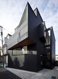 House in Shimomaruko by atelier HAKO architects -